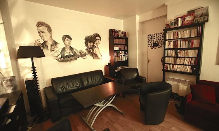 le salon du studio, espace de détente avec canapés