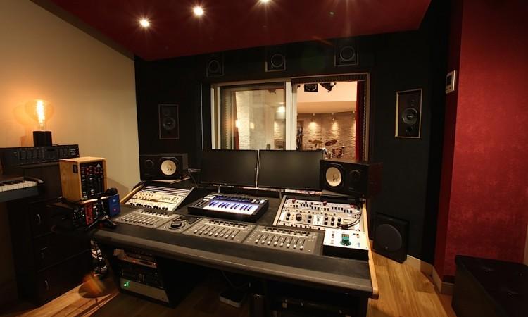 La régie du studio d'enregistrement Montmartre Recording