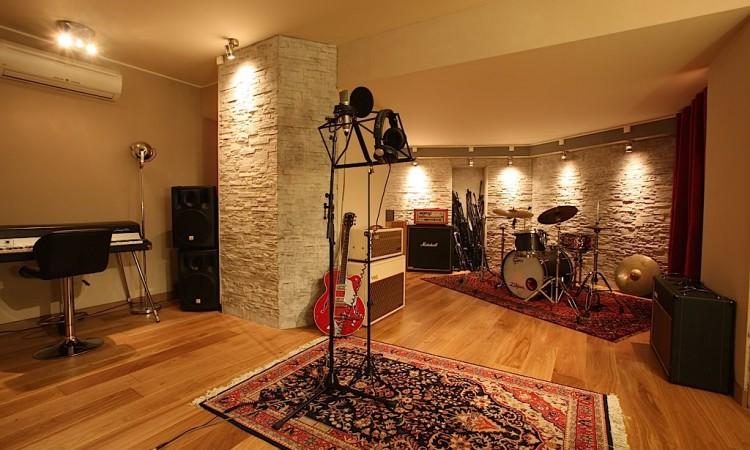 la cabine du studio d'enregistrement montmartre recording à paris