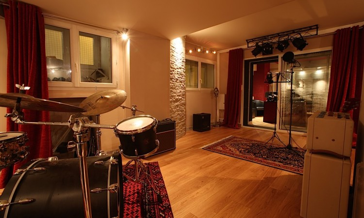 La cabine du studio d'enregistrement à paris Montmartre Recording